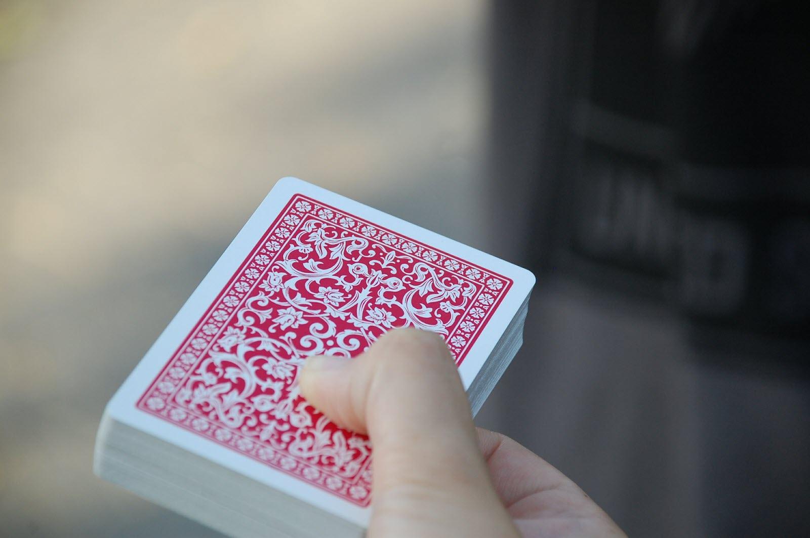 <b> La ludothèque</b></br>Défi 3 – Le château de cartes