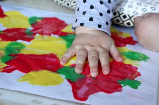 <b>« Les p'tits bouts – astuce 6  » </b></br>Les bonnes idées de Béa et Zina à faire avec les enfants de 1 à 3 ans</b>